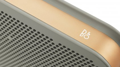 Портативная акустика Bang & Olufsen BeoPlay A2 Серебристо-бежевый