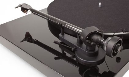 Проигрыватель винила Pro-Ject Debut Carbon Phono USB (DC) piano black (Ortofon OM10)