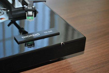Проигрыватель винила Thorens TD 240-2 black piano (картридж TAS 267)