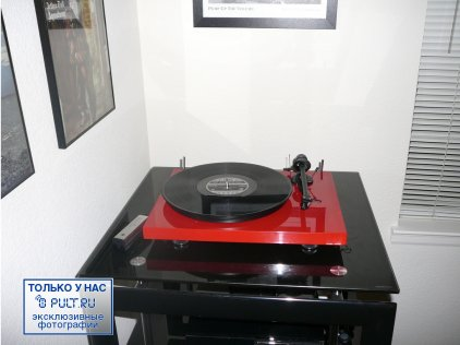 Pro-Ject Debut III (Ortofon OMB-5e) piano red